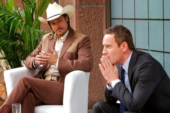 Brad Pitt dando conselhos valorosos e significativos para Fassbender.