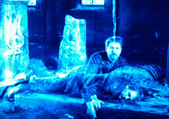 David Holm acordando na morte.