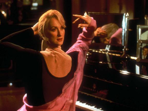 Meryl Streep, levando a rivalidade além dos limites da morte.