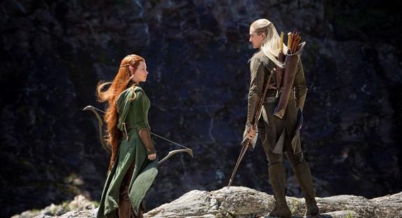 Triângulo amoroso sem graça. Ela parece mais uma garota fazendo cosplay que uma elfa.