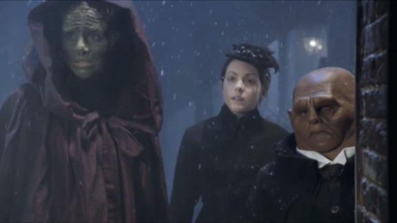 Vastra, Jenny e Strax. A diferença não impede a união.