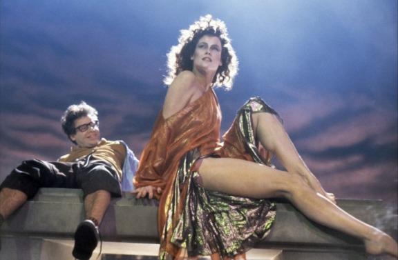 Rick Moranis, Sigourney Weaver e suas pernocas.
