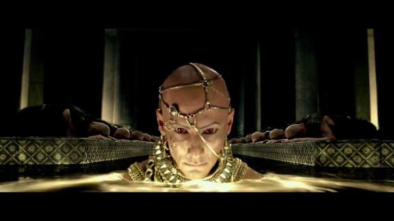 Rodrigo Santoro se destaca em comparação com o original.