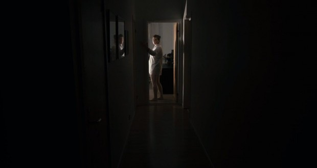 lights-out-david-sandberg-short-film-620x330