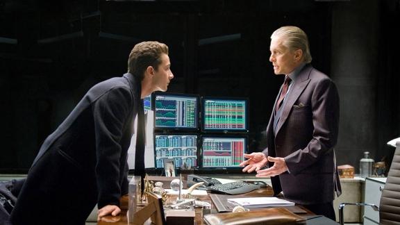 Shia Labeouf e Michael Douglas na continuação de Wall Street.