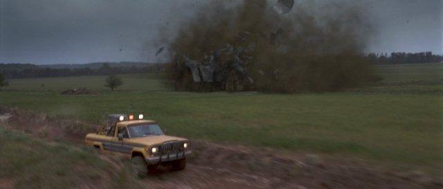 twister-movie-jan-de-bont-car-barn-destruction