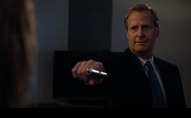 The-Newsroom-S1E4_Jeff-Daniels_Gun