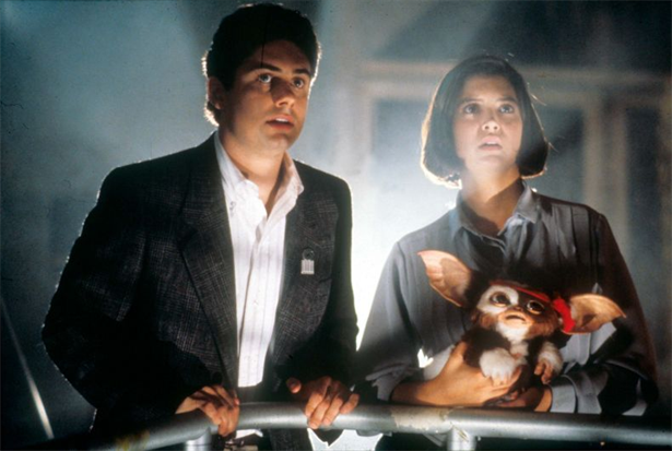Zach-Galligan-and-Phoebe-Cates-in-Gremlins-1990-Movie-Image