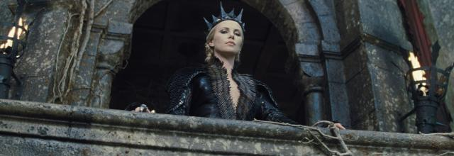 still-of-charlize-theron-in-snow-white-and-the-huntsman-(2012)-large-picture