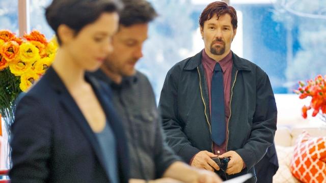 Edgerton observa o casal