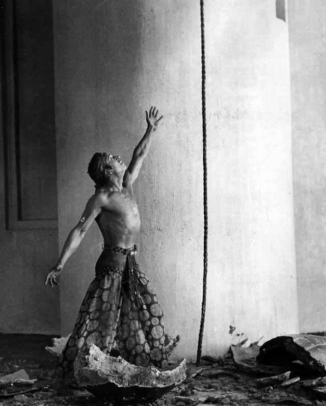 Douglas Fairbanks in a scene from THE THIEF OF BAGDAD, 1924.