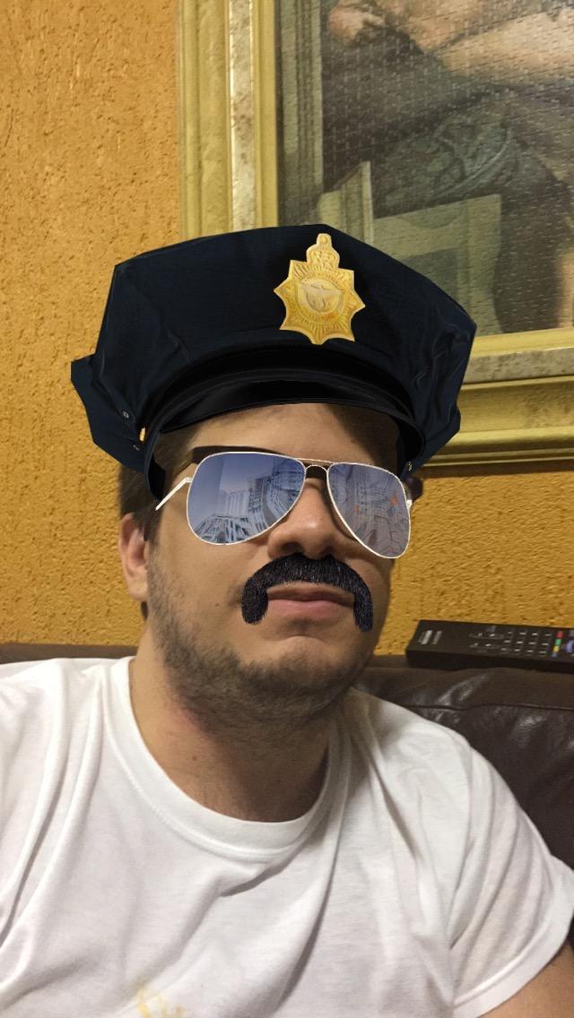 Gabriel policial bigodudo.jpg