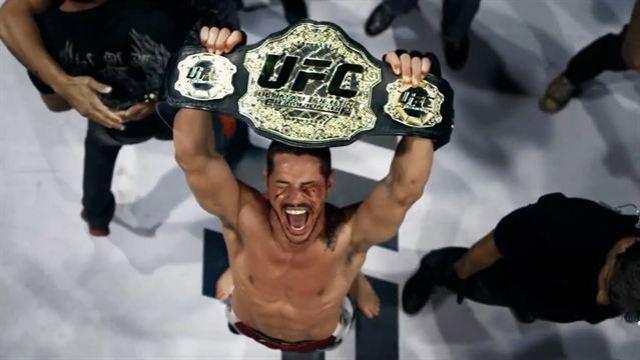 José Loreto com o título do UFC