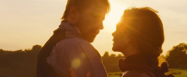 casal contra o pôr do sol.jpg