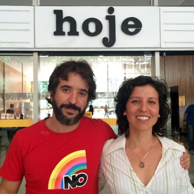 maira-e-ibere-diante-do-cine-brasilia