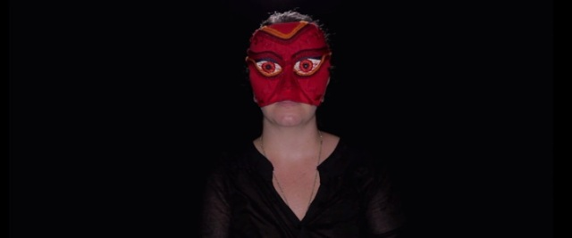 mulher de máscara.jpg