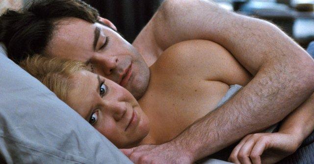 amy-e-aaron-dormem-juntos