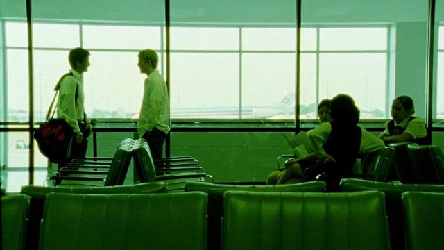os-dois-discutem-no-aeroporto