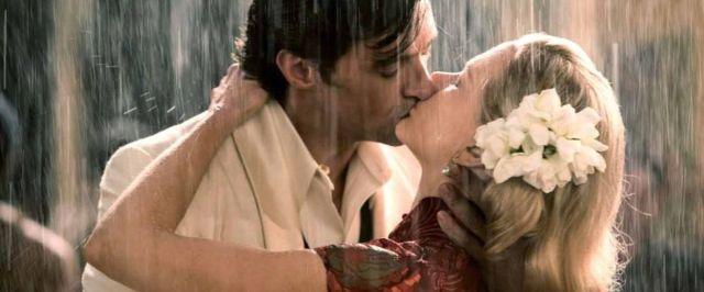 beijando-na-chuva