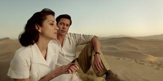 Brad observa Marion no deserto.jpeg