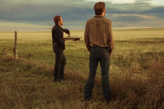 dois irmãos olham para o horizonte.jpeg