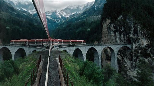 trem-viaja-nas-montanhas