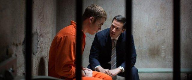 Keanu na prisão com o réu