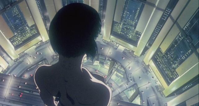 Mokoto nua observa a cidade de cima