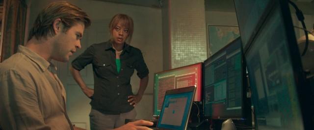 Chris e Viola discutem com computador.jpeg