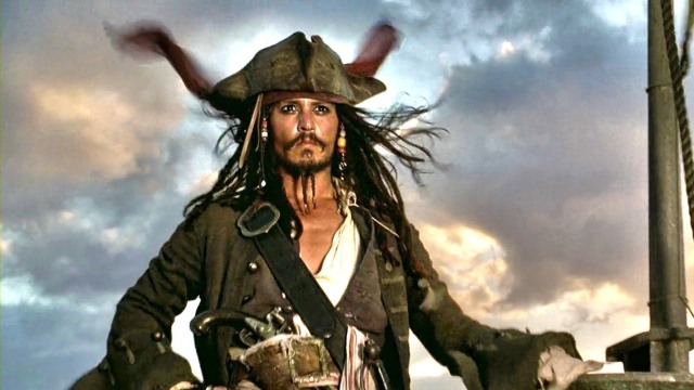 Jack Sparrow observa o horizonte
