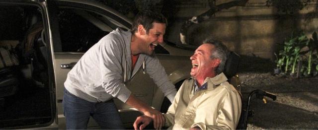 Tito e Felipe riem fora do carro.jpeg