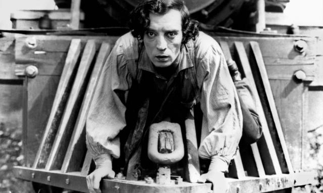 Buster Keaton pendurado na locomotiva