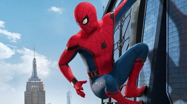 Homem-Aranha na beira de um prédio.jpg