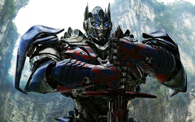 Optimus Prime e a espada.jpg