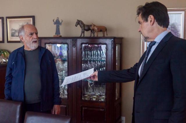 Ivan entrega intimação para Lula