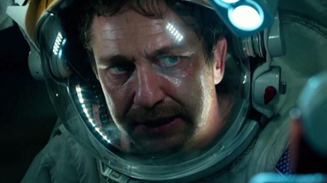 gerard butler em roupa de astronauta