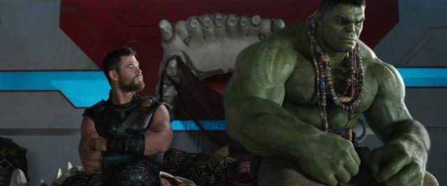 Thor e Hulk sentados