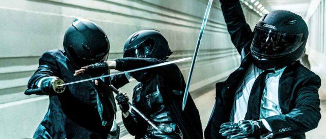 briga de espadas em moto