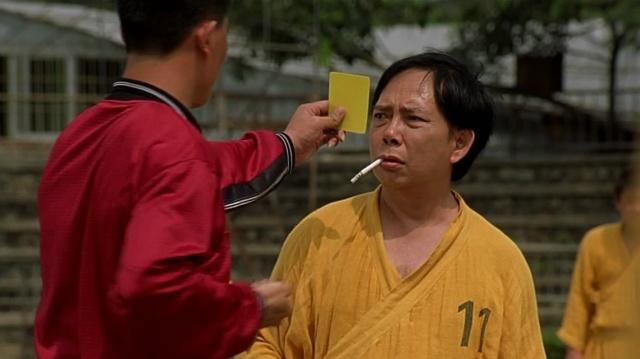 cartão amarelo para jogador fumante