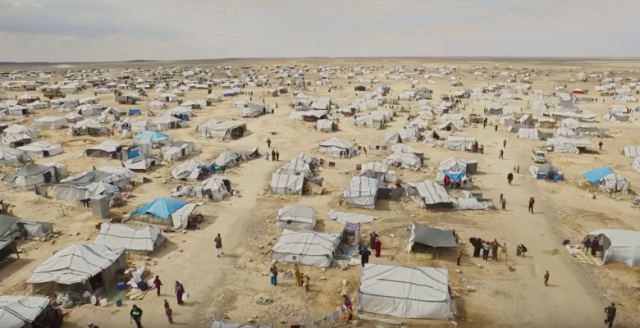 refugiados em acampamento