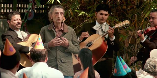 Lucky canta em festa com Mariachis