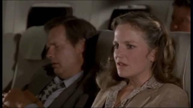 mulher em pânico no avião