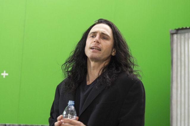 Franco como Tommy em fundo verde