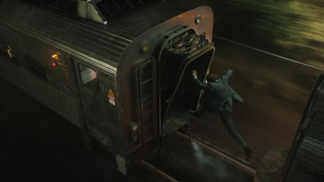 Neeson pula entre vagões.jpg