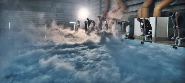personagens treinam em piscina gelada