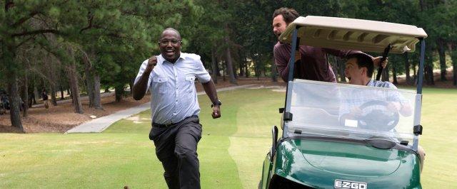 Buress persegue carro de golfe